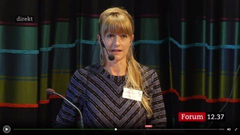 Karin Ericsson från Latinamerikagrupperna håller tal under Sametingets öppnande 2017. Foto: SVT Forum